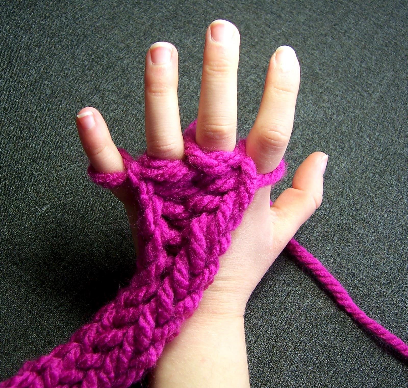 Easy Finger Knitting Ideas : Little bird sos finger knitting