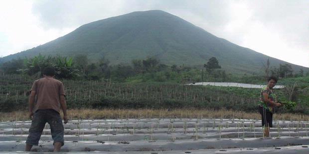Gunung Lokon Meletus Tomohon Sulawesi Utara
