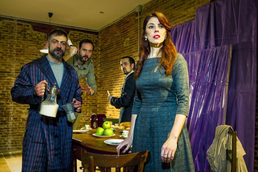 teatro-latina-obra-divertida-original-parejas-amigos-casa-huespedes