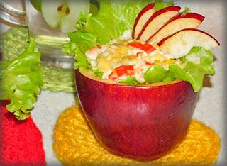 Салат овощной в яблоках