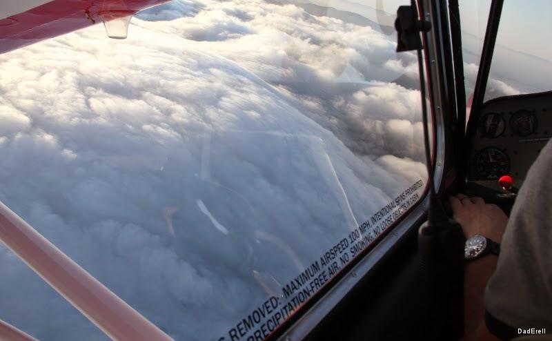 Vue d'avion des nuages sur Sausalito