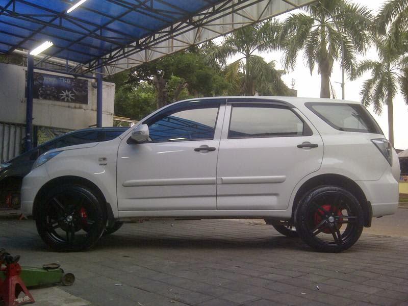 modifikasi mobil terios putih