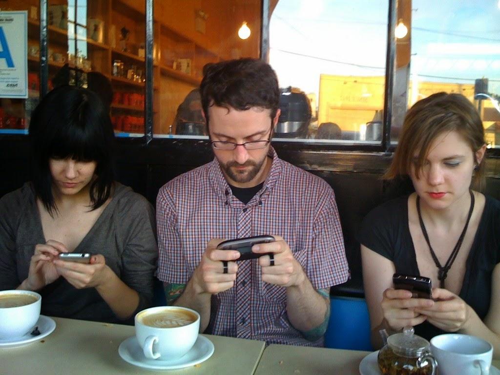 Vivimos pegados al celular