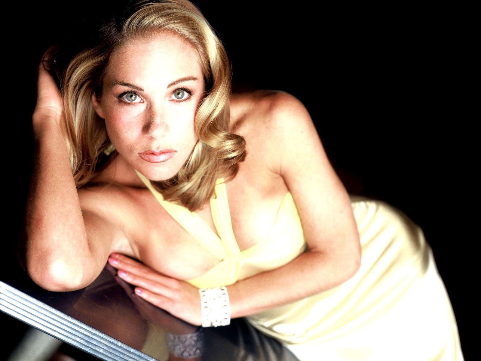 http://1.bp.blogspot.com/-TUIRcwMGSBE/UQrQGDk7oMI/AAAAAAAAXlI/J4SFZTphyhI/s1600/Christina+Applegate1.jpg