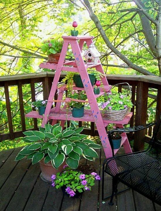 11 ladder plant stand deco ideas the lab on the roof - Etagere de jardin ...