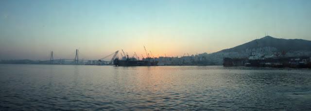 Amanecer en el puerto de Busan
