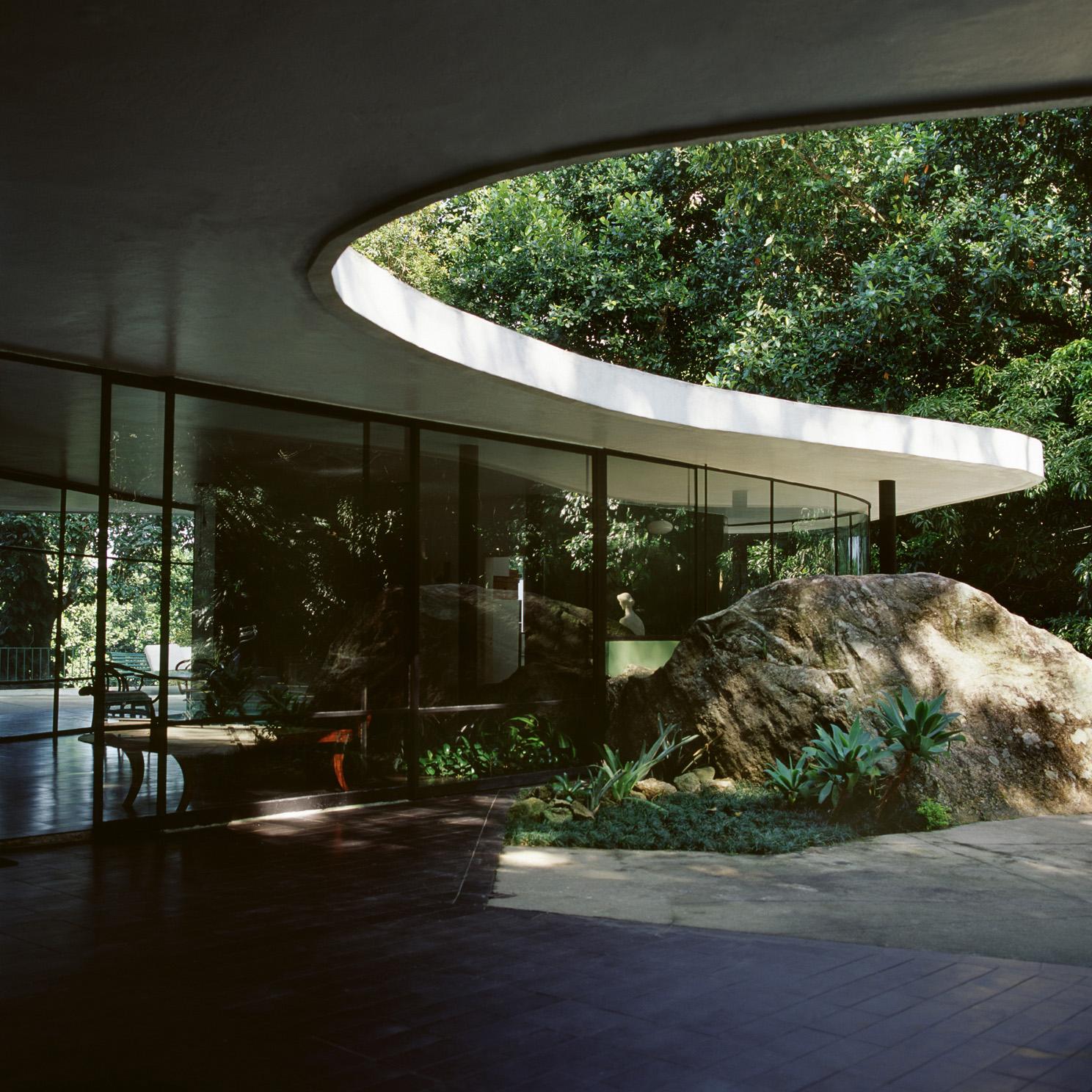 Kvmdlivespaces design casa das canoas por oscar niemeyer for Bo architecture 4 1