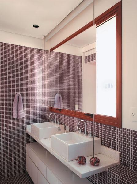 BANHEIROS COM PASTILHAS DE VIDRO, VERMELHA, VERDE E PRETA  FOTOS # Banheiros Modernos Decorados Com Pastilhas De Vidro