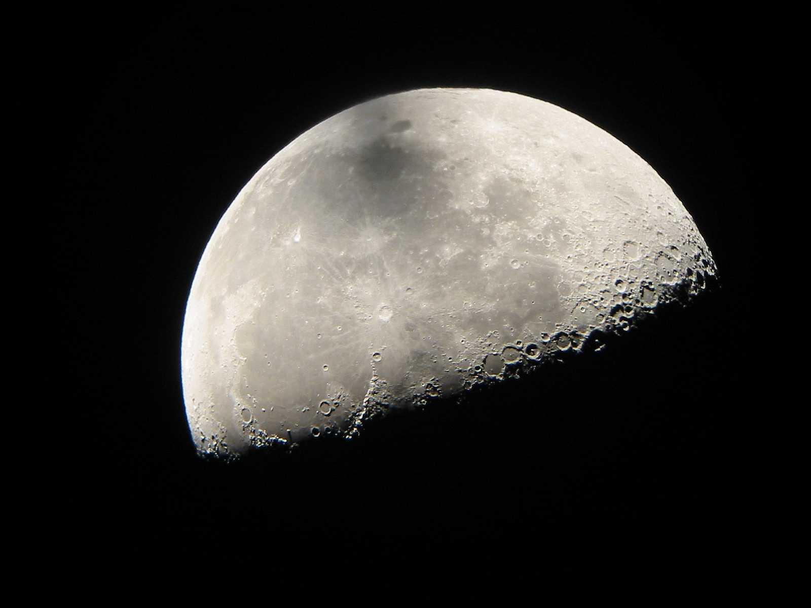 Luz y oscuridad las fases lunares y su efecto en la magia for Hoy es cuarto creciente