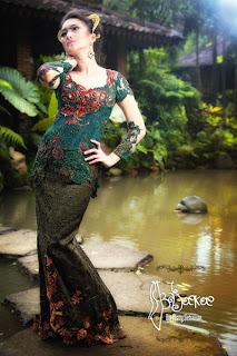 Batik kontemporer bajoekoe