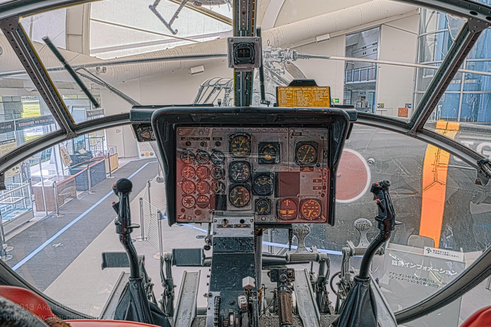 バートル H-21B V-44型の操縦席の写真