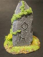 Monolito con runas de los Elfos Silvanos