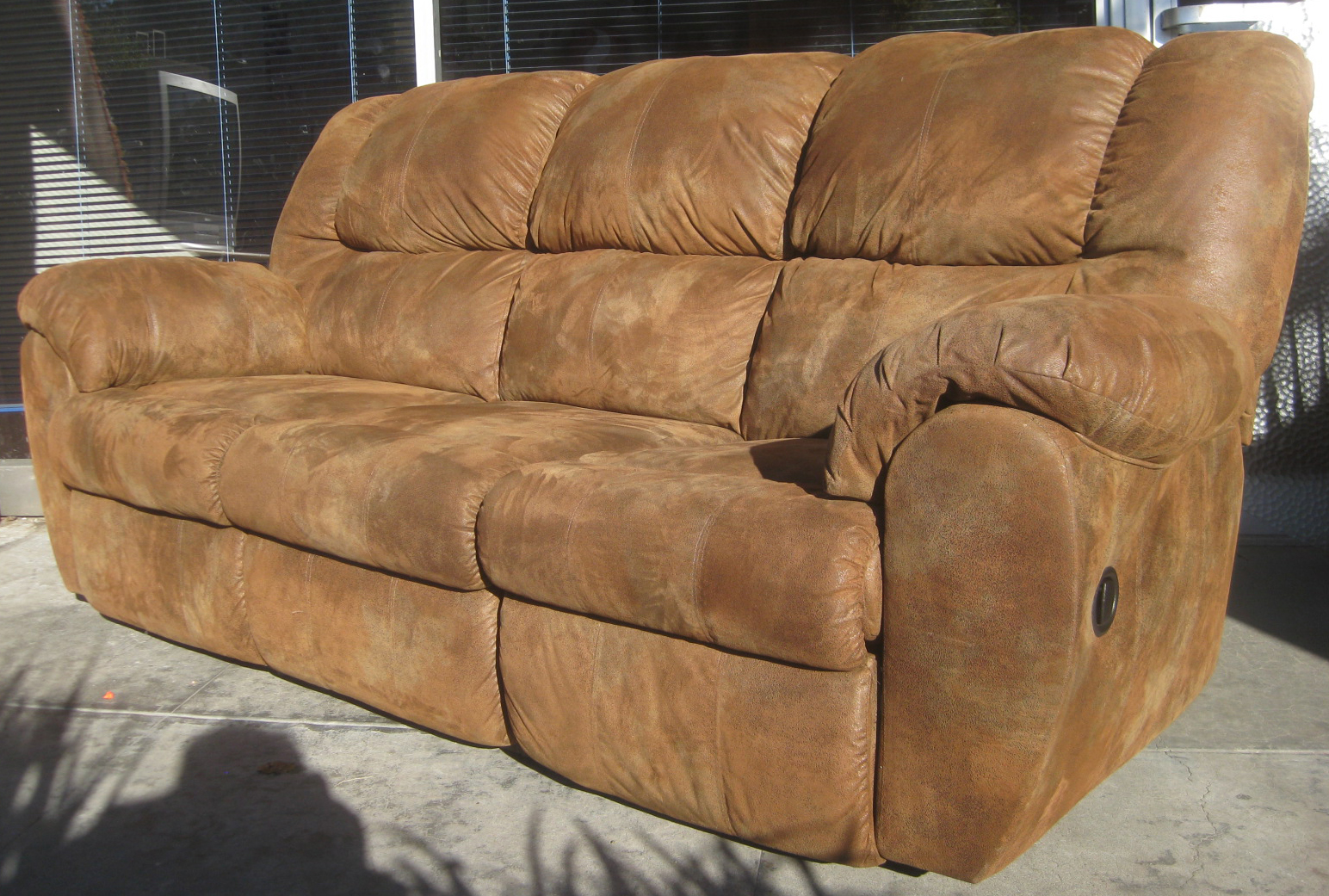 Uhuru furniture collectibles sold with recliner on for Sectional sofa with reclining ends
