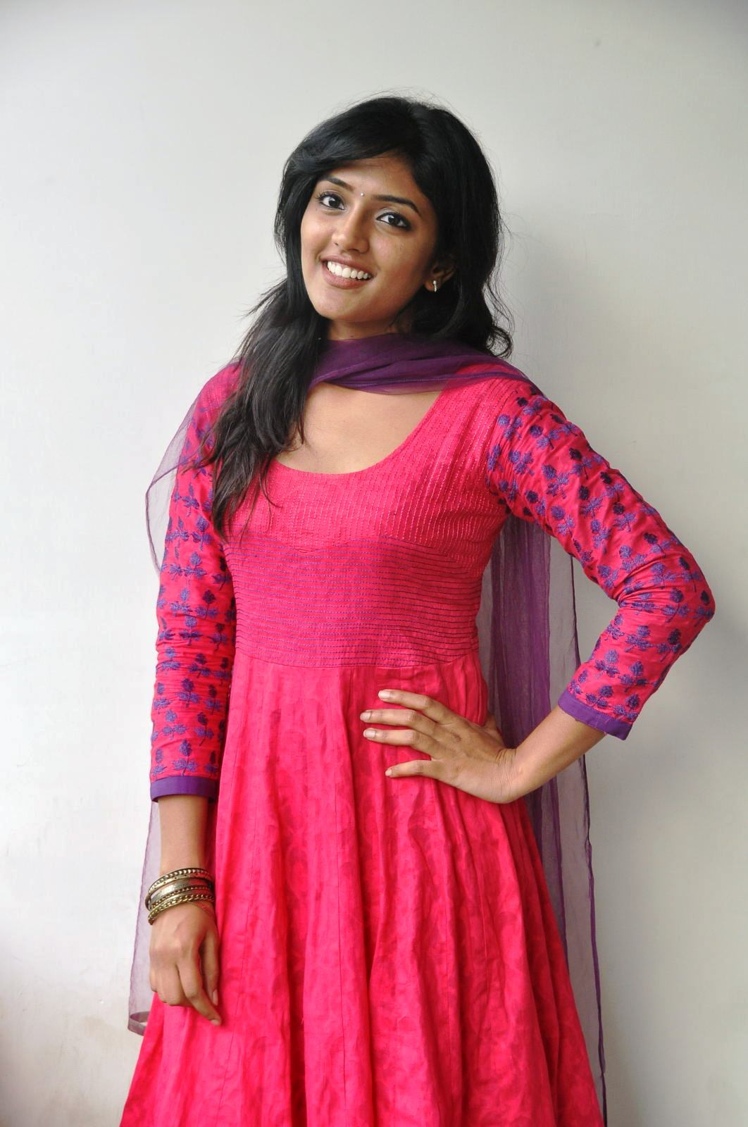 Simplely stylish Eesha latest gorgeous and hot photos gallery