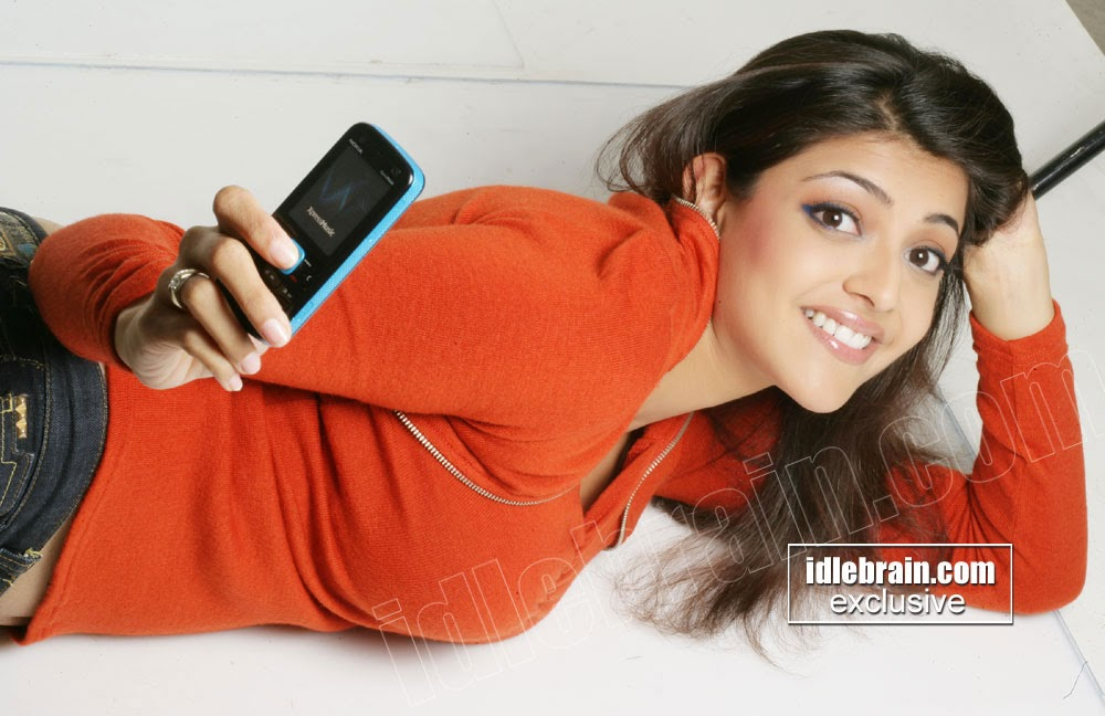 Kajal agarwal hot exposing in cell ad