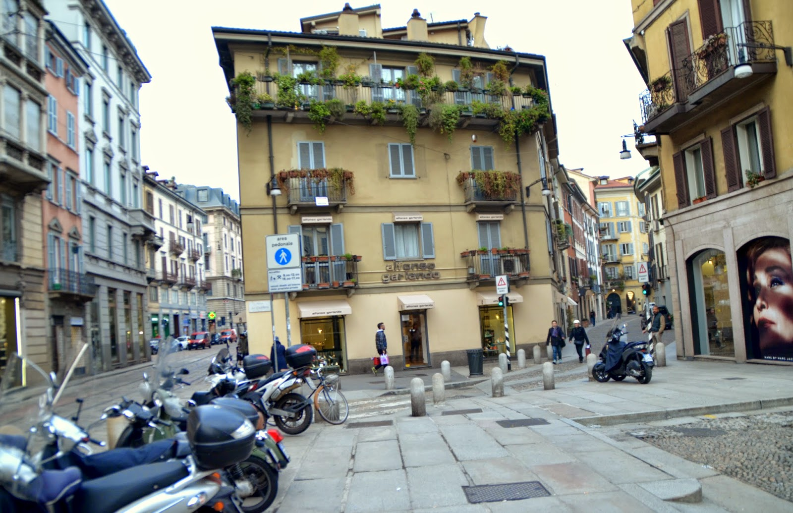 milan-streets-houses-brera-district