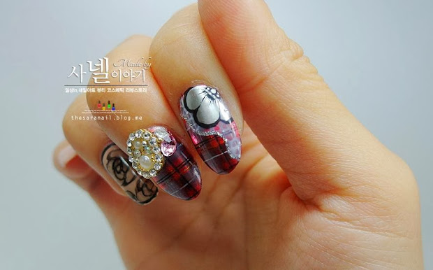 sara nail art design checkered