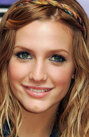 Hairstyles Popular 2012 Celebrity Ashlee Simpson Hairstyle Wallpapers