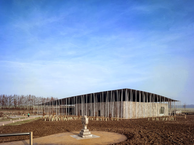 03-Stonehenge-Visitor-Centre-by-Denton-Corker-Marshall