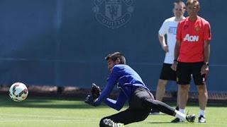 Sergio Romero ya entrena con el Manchester United
