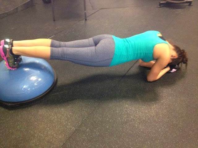 Girls In Tight Yoga Pants (10 images)