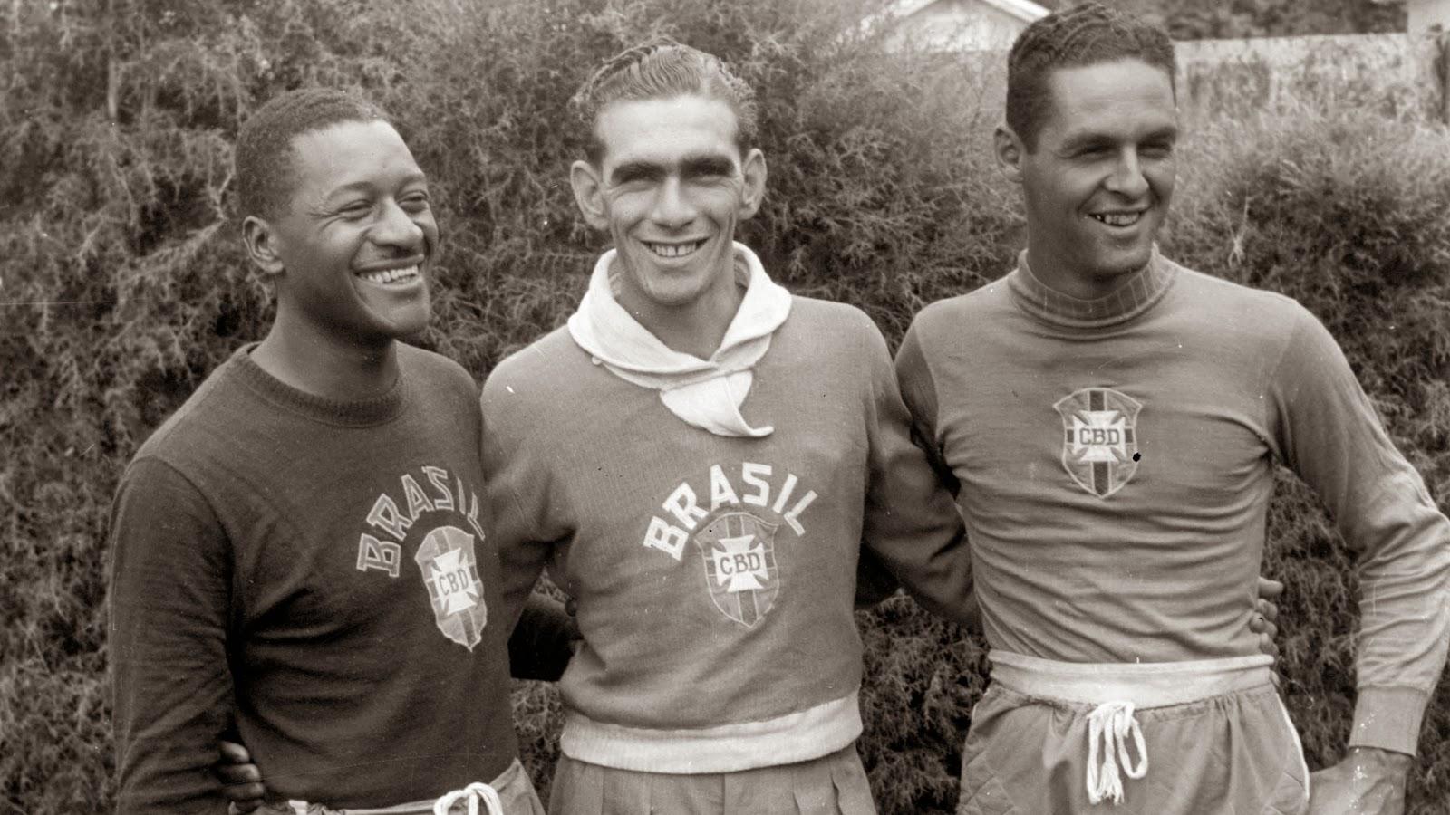 Castilho+-+Os+jogadores+da+sele%C3%A7%C3%A3o+brasileira+Moacir+Barbosa,+Carlos+Castilho+e+Gylmar+dos+Santos+Neves,+em+1953+(Folhapress).jpg