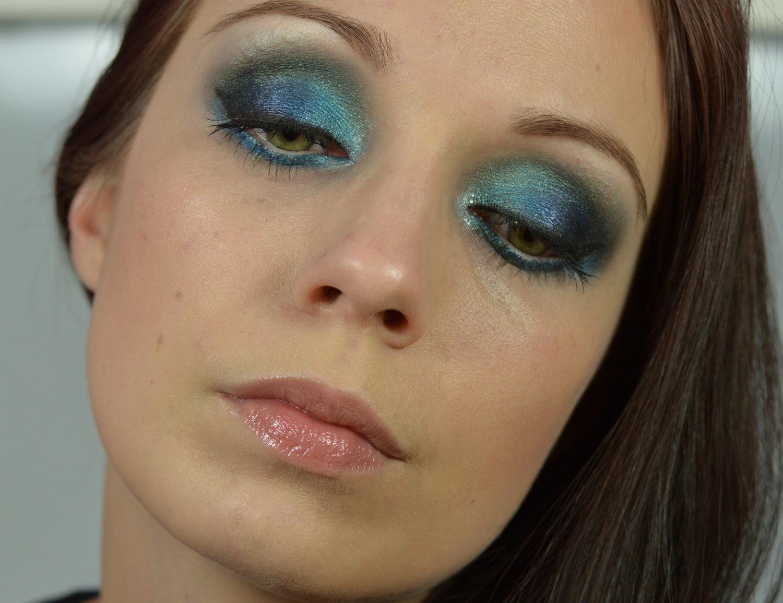 Make up mit blauem Lidschatten
