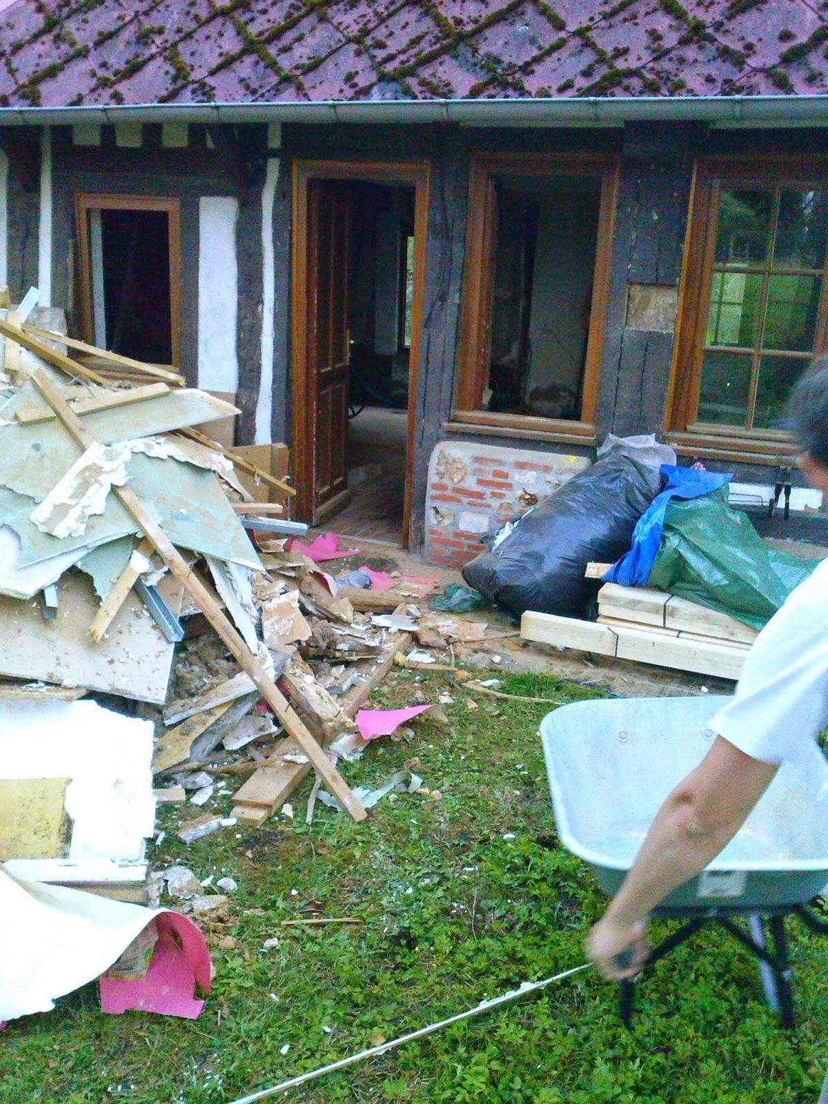 http://lamaredumesnil.blogspot.fr/p/la-demolition.html
