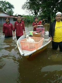 Wordless Wednesday Kucing Dan Banjir