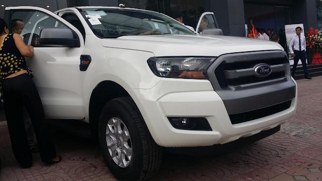 Ford Ranger XLS 4x2 AT 2015 moi nhan xe ngay tai Ben Thanh Ford