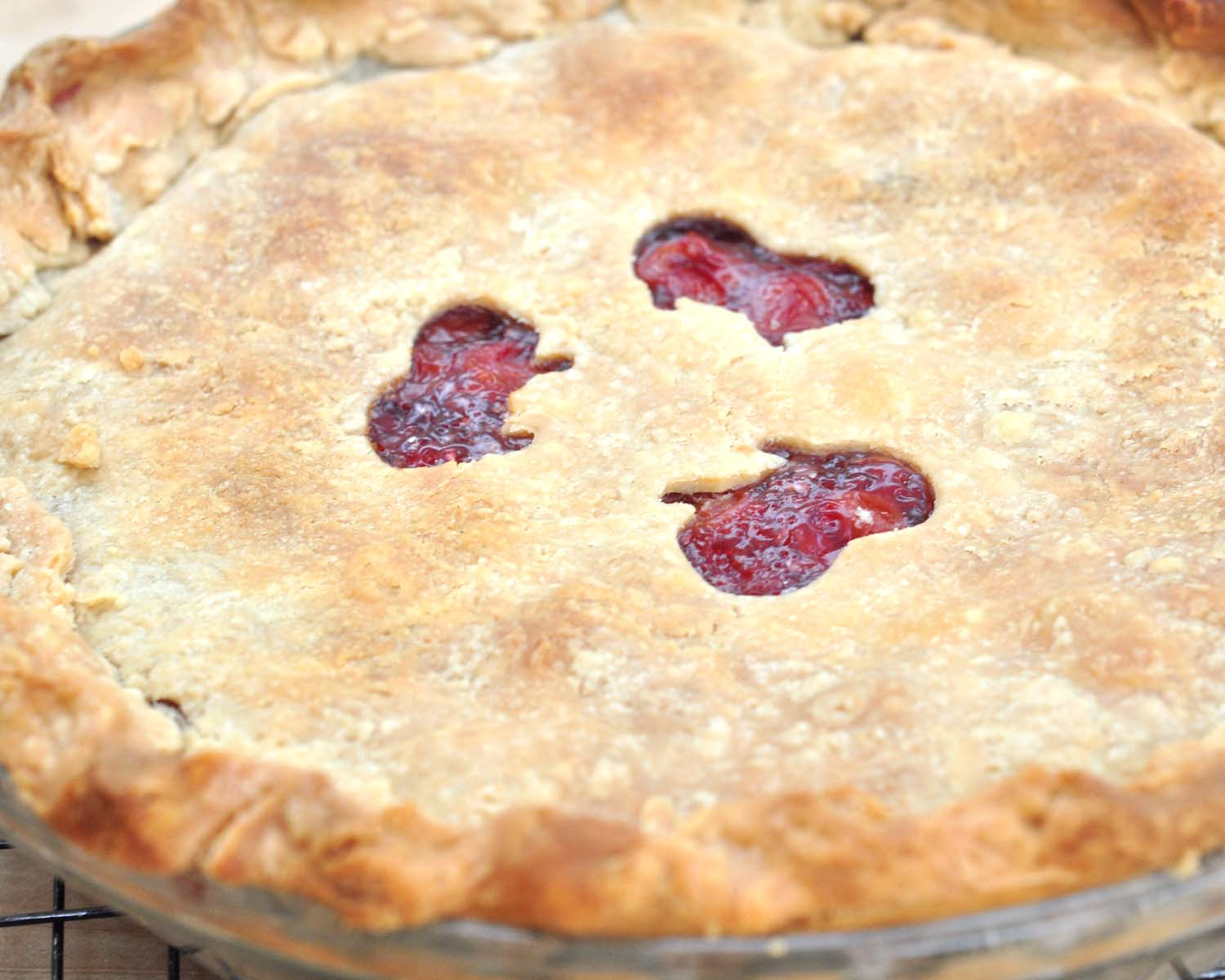 ... my favorite dessert? Well, a close second anyway. I love cherry pie