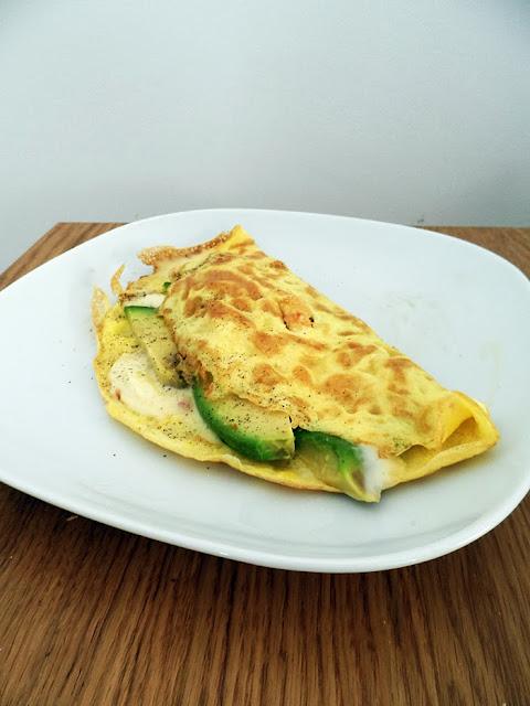 omelette con avocado