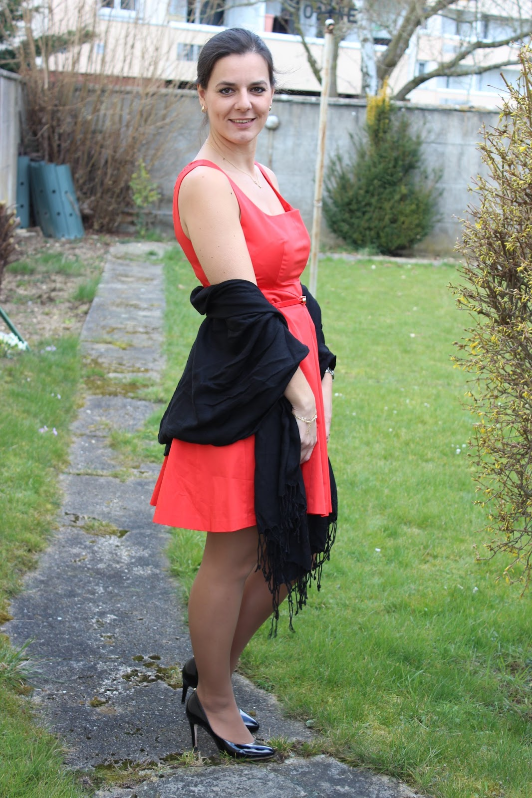 robe rouge and other brands OASIS dentelle