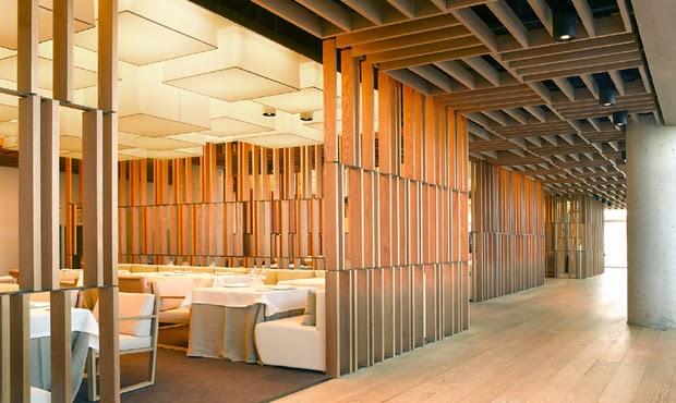 Celos as de madera en el restaurante bravo 24 en barcelona - Celosia de madera ...