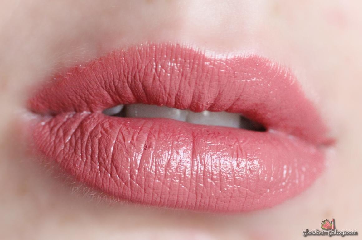 MAC - Cosmo Lipstick / Amplified review swatches שפתון קוסמו מאק עמיד ניוד סקירה גלוסברי בלוג איפור וטיפוח מומלץ