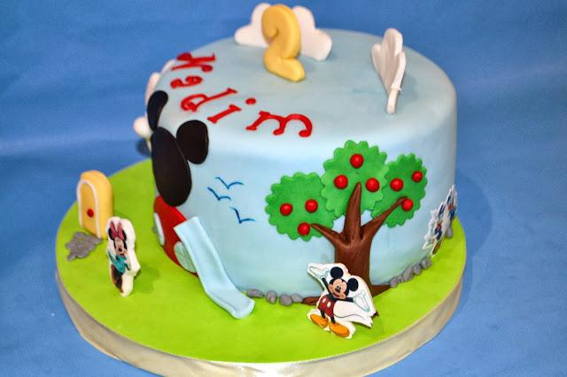 Tarta La casa de Mickey mouse personalizada Gandia pluto minnie daysi donald sugar dreams gandia cake club house papel de azucar comestible fondant modelado nubes tobogan arbol manzanas gaviotas