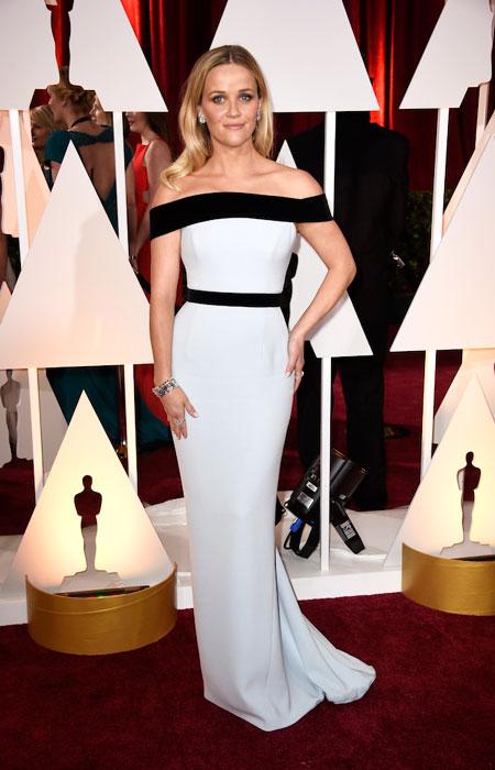 Рийз Уидърспун в черно-бяла рокля с паднали рамене на Оскари 2015