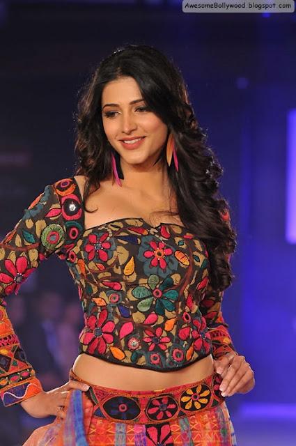 Shruti Hassan Hot in beautiful dress on ramp