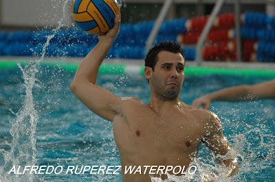 Alfredo ruperez waterpolo cr nica cn natacion dos for Piscina cubierta dos hermanas