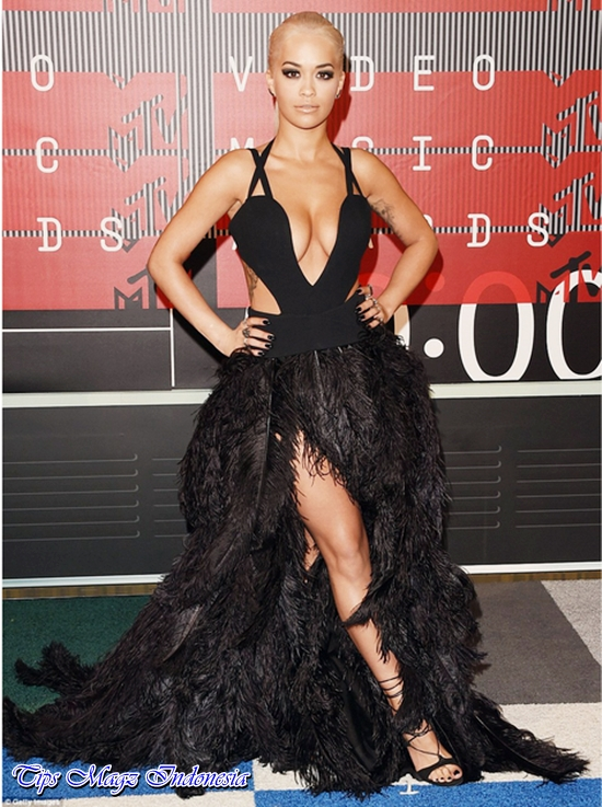 penampilan rita ora di red carpet mtv vma 2015