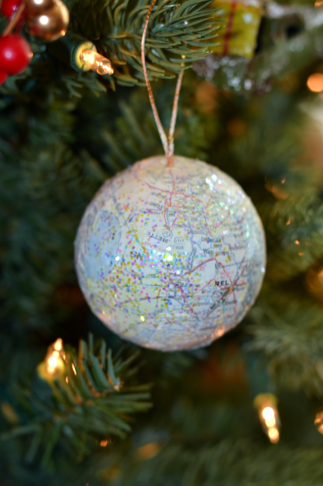 World globe christmas ornaments - I Love How You Can Personalize These Ornaments You Can Include The Map Of Your Hometown The Place You And Your Husband Met Or Just Someplace That Has