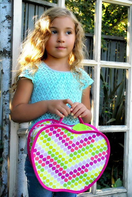 Free Lunch Box Sewing Pattern from The Cottage Mama