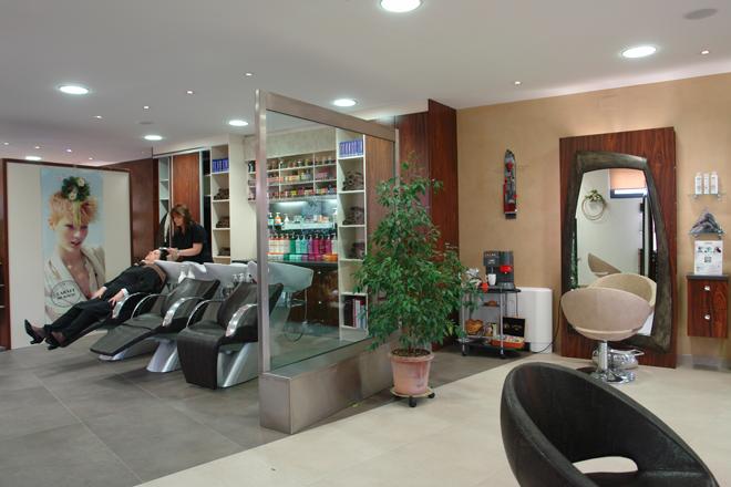 Oriez concept un salon de coiffure - Combien de couleur dans un salon ...