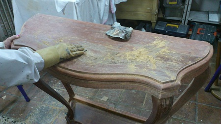 Como tratar la madera antigua antes de pintar for Muebles de madera sin tratar