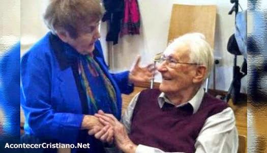 Víctima del Holocausto perdona a ex guardia nazi