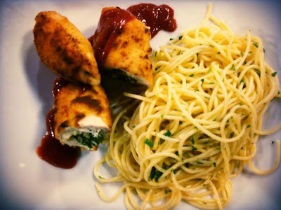 Pechuga de pollo relleno con espaguetti
