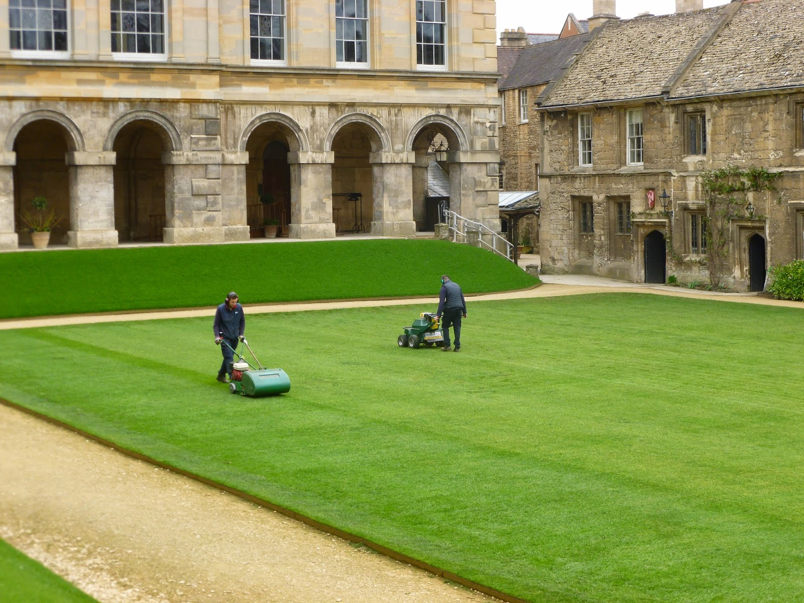 Worcester College Gardeners Verticutting And Aerating