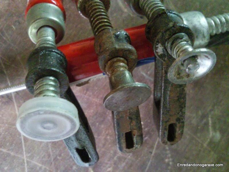Moving jaws with misaligned threaded rod.. woodworking.enredandonogaraxe.com