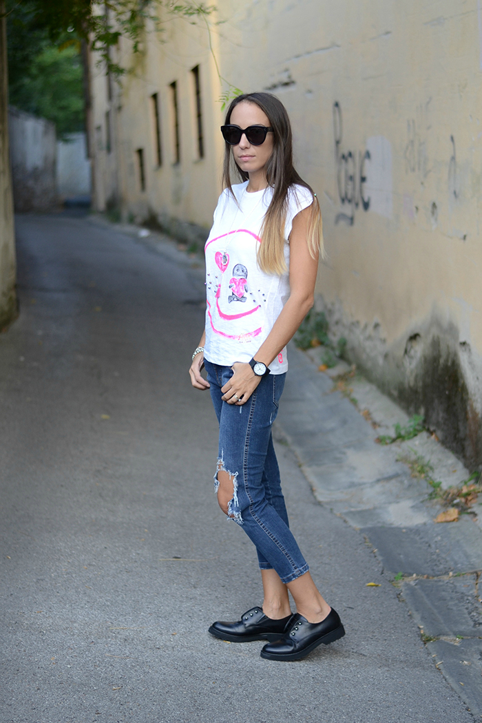 look jeans t-shirt
