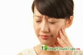 Khó chịu vì đau răng
